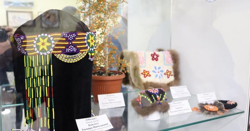 Выставка декоративно-прикладного творчества «Чарующий мир бисера» работает в Магадане до 17 марта