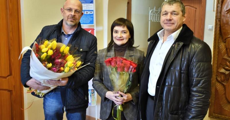 Сотрудниц социальных учреждений своего избирательного округа поздравил с Международным женским днем Александр Грузденко