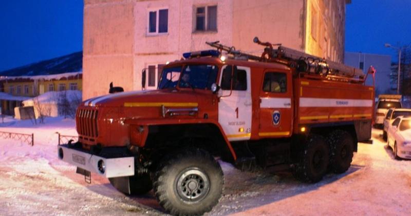 Пожарные и спасатели ликвидировали загорание в пристроенном помещении по улице Пушкина в Магадане