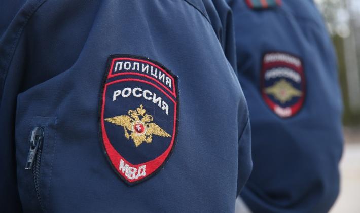 Лопавший воздушные шарики российский полицейский избил мешавшую ему учительницу