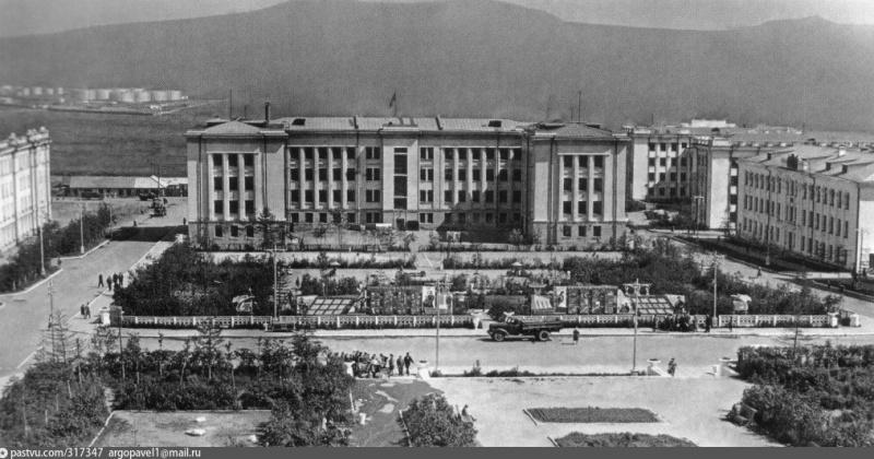 81 год назад на месте строительства здание Главного управления Дальстроя в Магадане были окончены изыскательские работы
