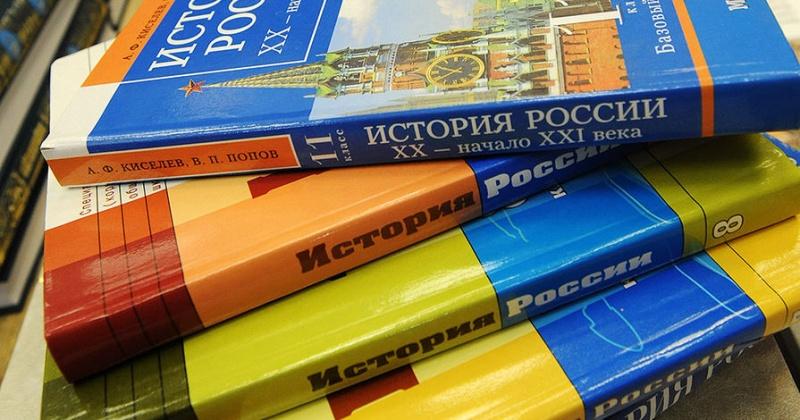 Учебники и печатные рабочие тетради должны предоставлять школы