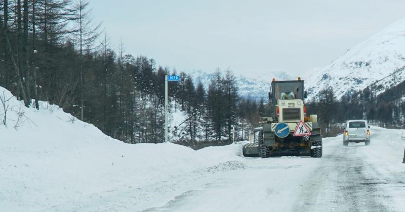На участке автомобильной дороги «Палатка-Кулу-Нексикан» затруднение движения на км 242, 320-387.