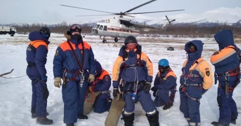 В Магадане спасатели и авиаторы провели тренировку по парашютно-десантной подготовке
