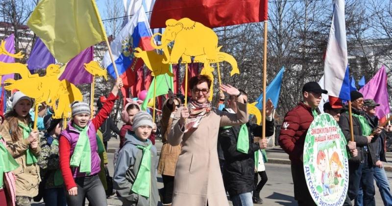Принять участие в праздничном первомайском шествии приглашают трудовые коллективы Магадана