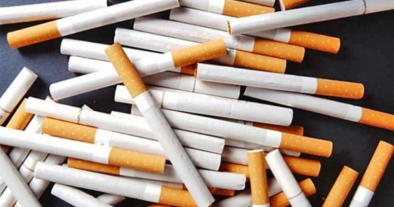 Немаркированные сигареты помешали продать жителю областного центра полицейские Магадана