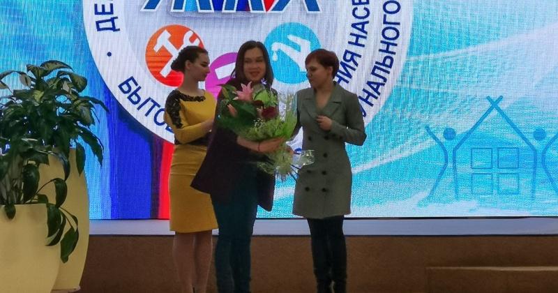 С профессиональным праздником работников бытового обслуживания населения и ЖКХ  поздравили  партийцы Колымы