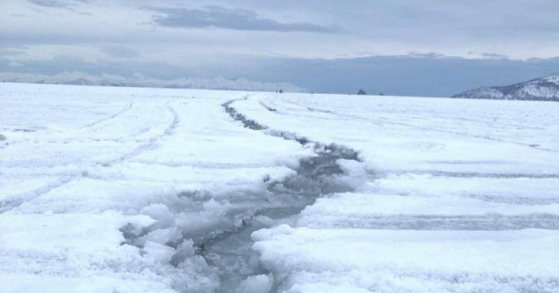 В бухте Гертнера в Магадане произошло разрушение ледового припая