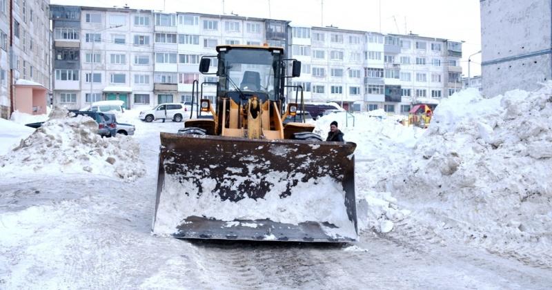 ГЭЛУД и КЗХ ведут расчистку проезжих частей, пешеходных зон, скверов и парков Магадана от снега