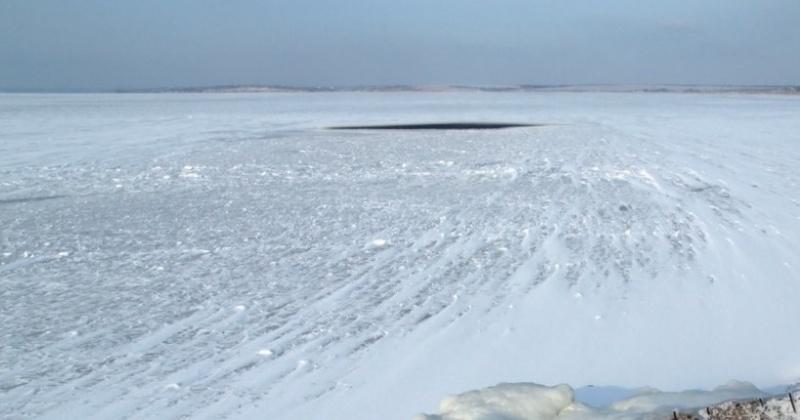 Сотрудники МЧС напоминают жителям Магадана об опасности выхода и выезда на лед