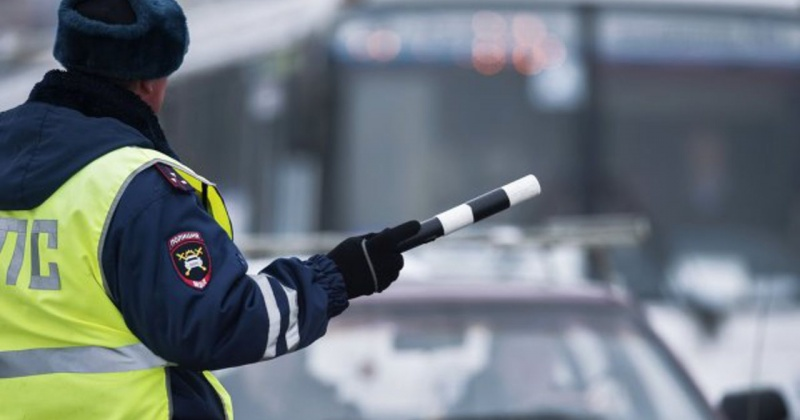 Три факта управления автомобилем водителями, не имеющими права управления зарегистрировали полицейские