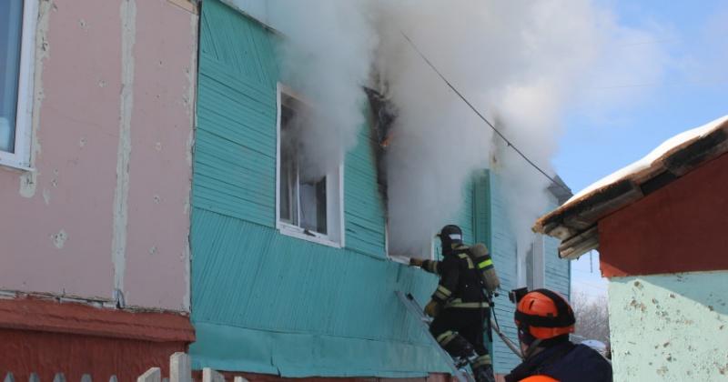 Две комнаты сгорели при пожаре частного дома в Магадана