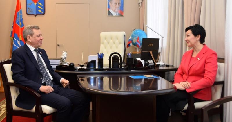 Инициативы Магаданской областной Думы, касающиеся пенсионеров-опекунов, нашли отражение в принятых законах