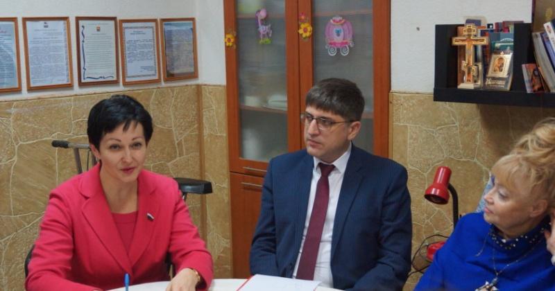 Депутат  Оксана Бондарь пообщалась с жителями Магаданской области