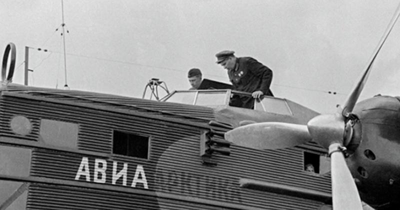 Работники Управления связи Дальстроя наладили радиосвязь со всеми радиостанциями по маршруту перелёта  М. В. Водопьянова 85 лет назад