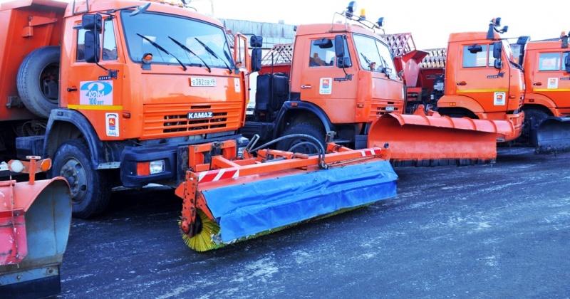 Снегопогрузчик и четыре самосвала направлены на погрузку и вывоз снега с улиц Гагарина и Октябрьской в Магадане