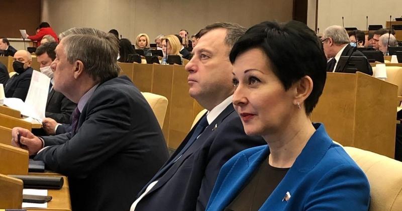 Оксана Бондарь  прокомментировала принятый парламентом страны пакет документов в поддержку россиян в экстраординарных эпидемусловиях