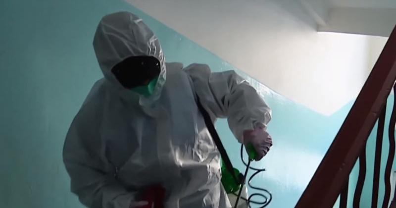 Жители Магадана не пускают коммунальщиков в подъезды, боясь коронавируса