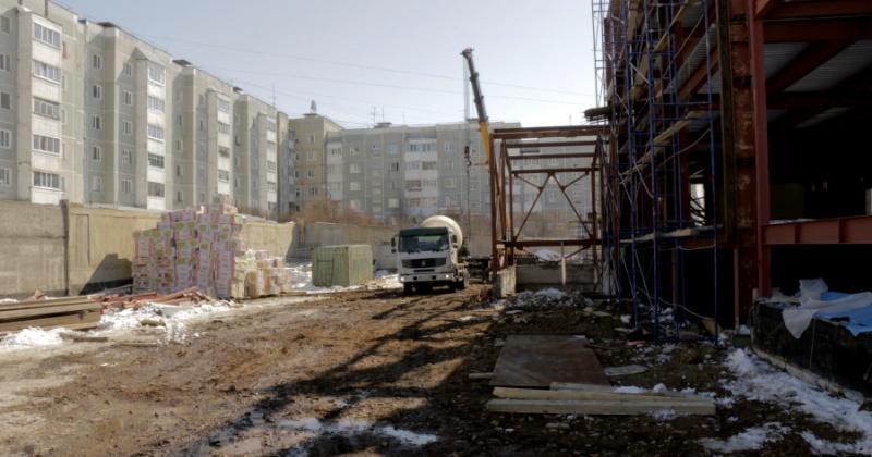 Стройки в рамках реализации нацпроектов на Колыме продолжатся с соблюдением техники безопасности