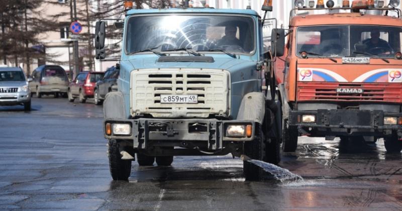 С сегодняшнего дня на уборку Магадана выставлена подметально-уборочная машина «Сеньор Бродвей»