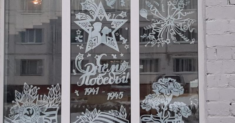 Колымчане поддержали Всероссийскую акцию «Окна Победы», приуроченную к Году Памяти и Славы в России