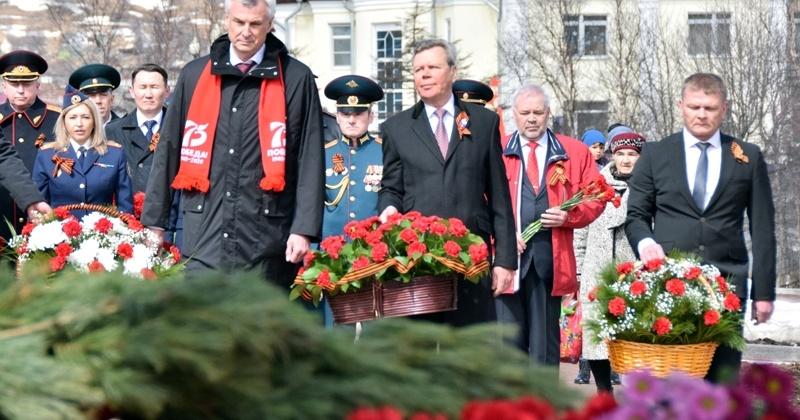 Колымчане почтили память героев Великой Отечественной войны и открыли монумент летчикам трассы «Аляска-Сибирь»