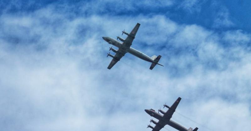 Противолодочные самолеты Ил-38Н в День Победы пролетели над Магаданом (Видео)