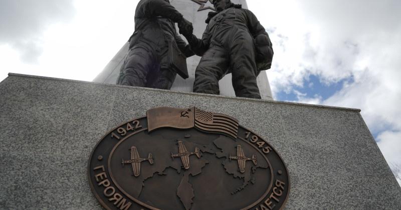 Многочисленные поздравления в связи с открытием мемориала «Героям АлСиба» принимает Магадан