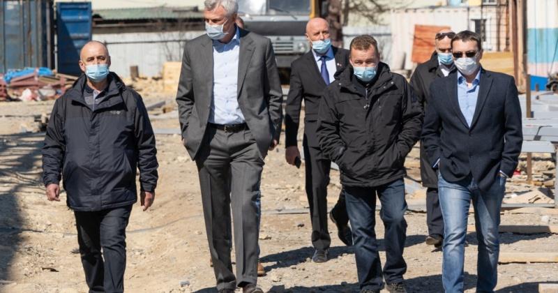 Губернатор Магаданской области посетил строительные площадки социально значимых объектов в Хасынском и Ольском округах