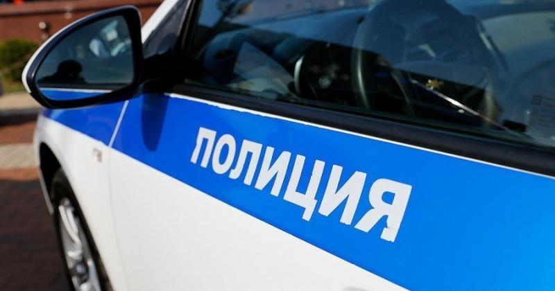 Пьяный житель Магадана угнал автомобиль и врезался на нем в полицейскую машину