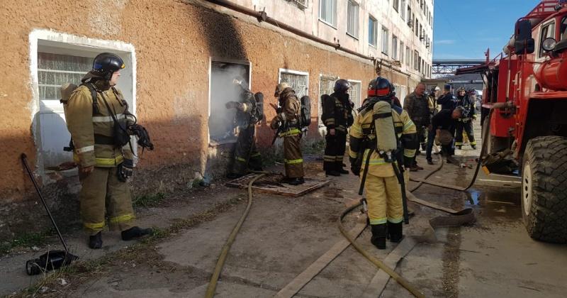 Магаданские пожарные ликвидировали возгорание по ул. Речная в Магадане