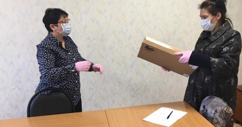 Ноутбуки для нуждающихся учеников выпускных классов своего избирательного округа приобрел Игорь Донцов