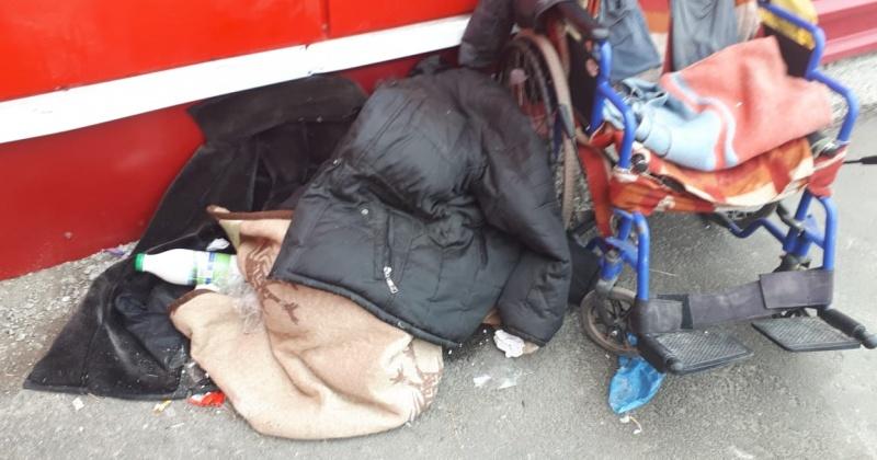 Бездомный инвалид без ног живет в Магадане  на улице (Видео)