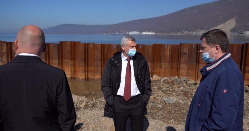 Губернатор посетил строительную площадку капитального ремонта пирса