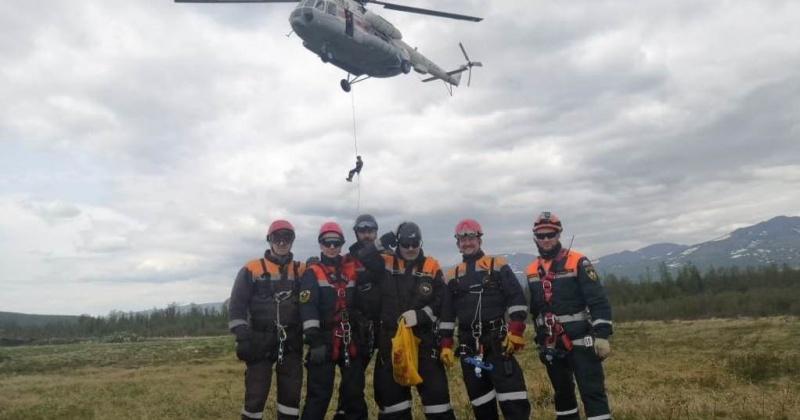 Спасатели в Магадане провели тренировку по парашютно-десантной подготовке