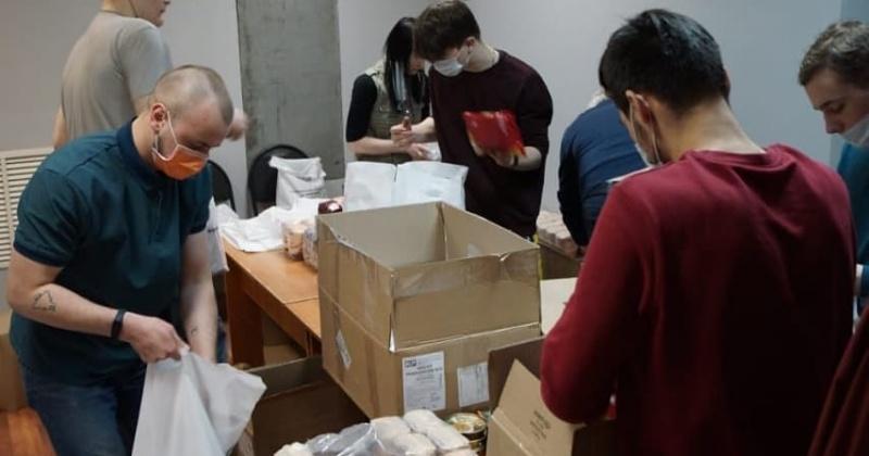За время работы волонтерского  центра колымчанам на самоизоляции возрастом 65+ волонтеры доставили 550 продуктовых наборов и более 3 тысяч масок