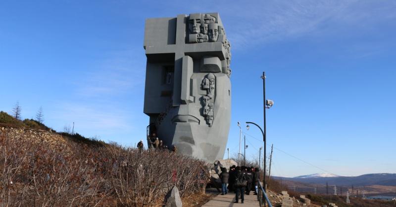 "Монумент ""Маска Скорби"" открыли в Магадане 24 года назад"