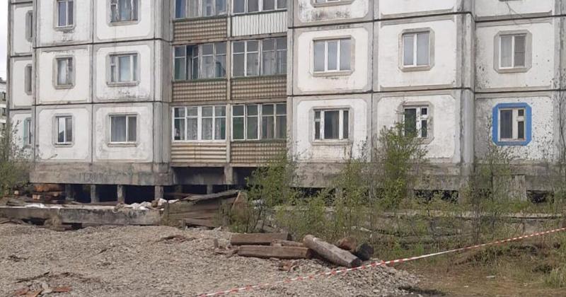Прокуратура  проводит проверку по факту разрушения железобетонных опор жилого многоквартирного дома в п. Холодный