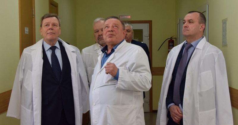 Над повышением качества и доступности медицинской помощи на Колыме работают депутаты