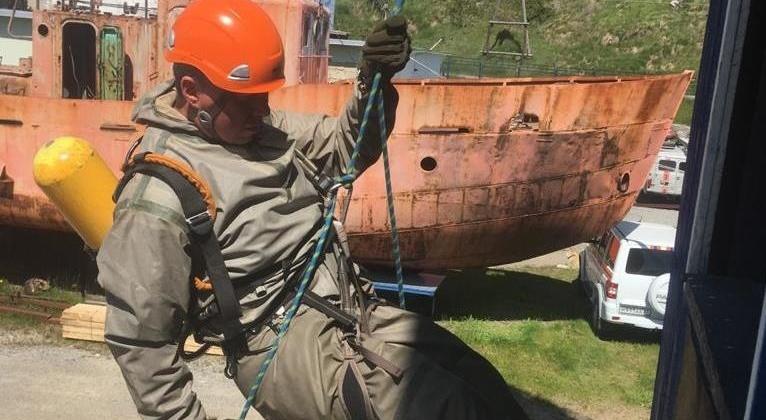 Спасатели провели тренировку по химической защите в Магадане