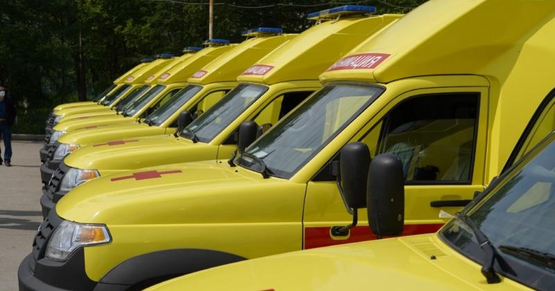 Колымским районам – по новой «скорой»: 11 современных реанимобилей пополнили парк медицинской спецтехники региона