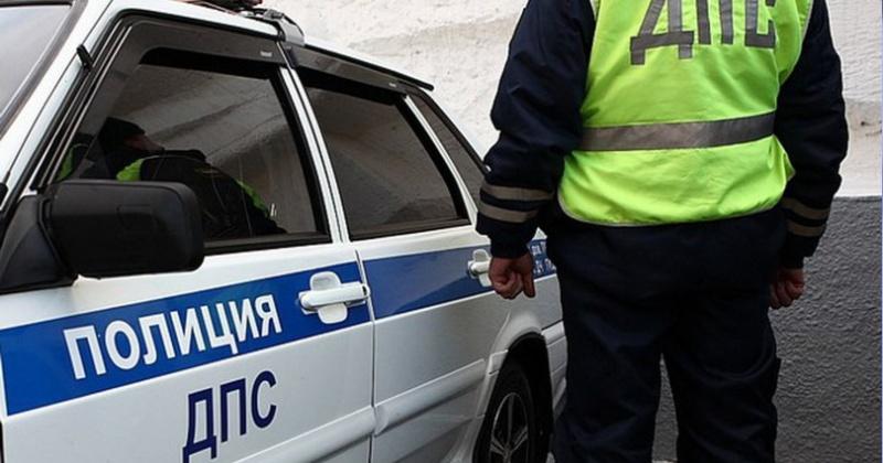 Недовольный правомерными действиями сотрудников ГИБДД, житель Магадана избил полицейского