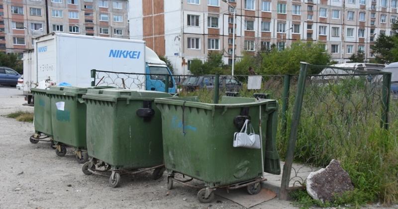 Одной из причин скопления мусора во дворах Магадана  является сильный износ контейнерного парка