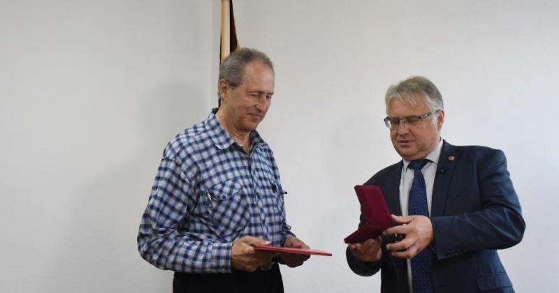 Знаком отличия «За заслуги перед городом Магадана» награжден Расул Месягутов