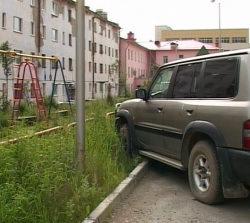 Асфальт во дворах города не рассчитан на то количество машин, которое сейчас есть в Магадане