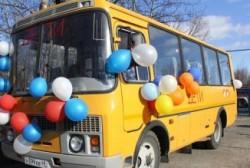Владимир Печеный передал новый школьный автобус поселку Омчак