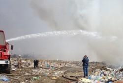 Службы, задействованные на тушении пожара на городском полигоне твердых бытовых отходов, делают все возможное