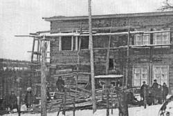 """86 лет назад (1929) строения Восточно-Эвенской кульбазы погруже на пароход """"Генри Ривиер"""" и отправлены в бухту Нагаево"""