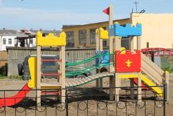 Этим летом в ряде дворов Магадана появятся новые детские игровые комплексы