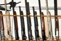 Полицейские Магадана ведут прием оружия